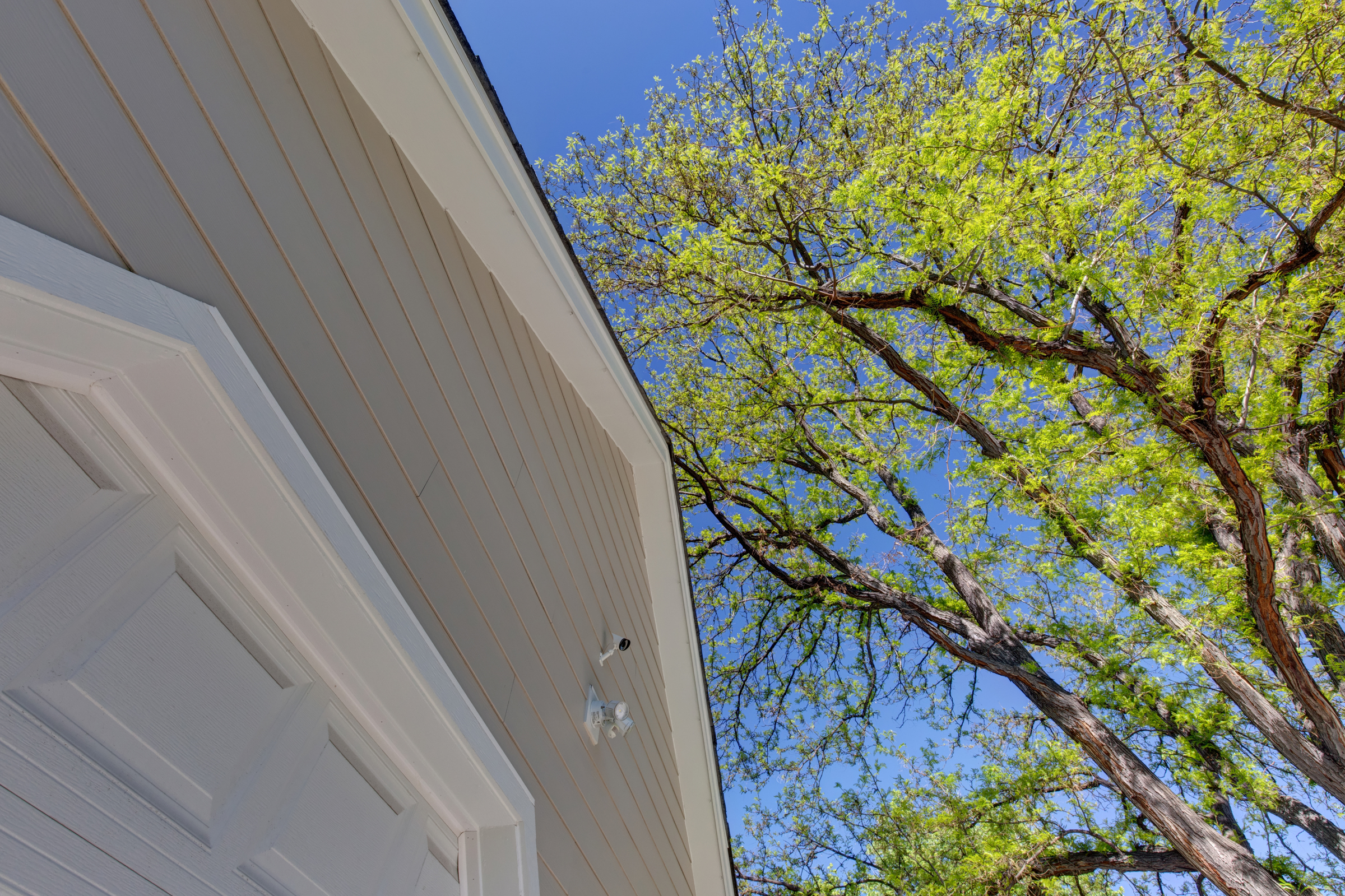 Have An Old Home Exterior? 3 Tips for Exterior Renovations